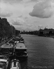riverboats_on_the_seine